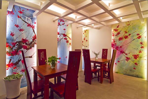 Khu vực ăn uống của khách sạn được trang trí rất dễ thương.