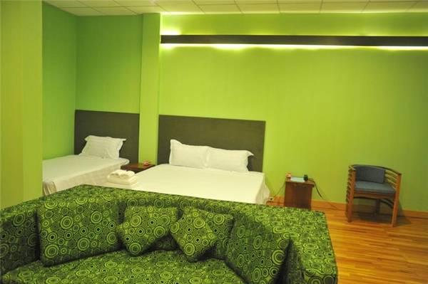 Nhiều phòng được trang trí với tông màu tươi sáng. Ảnh: iVIVU.com