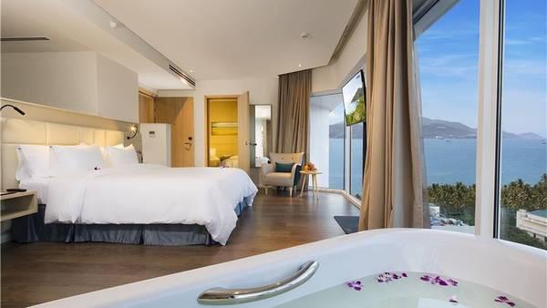 Phòng nghỉ sang trọng với tầm nhìn cực đẹp.
