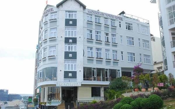 Khách sạn tọa lạc ở vị trí thuận lợi cho việc vui chơi, mua sắm.