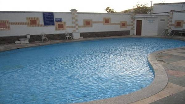 Hồ bơi của khách sạn.