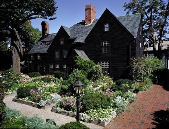 """""""The House of the Seven Gabbles"""", ngôi nhà gỗ lâu đời nhất vùng - Ảnh: wp"""