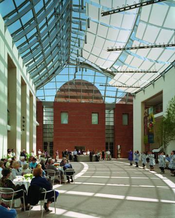 Xem biểu diễn nghệ thuật ở bảo tàng Peabody Essex - Ảnh: wiki