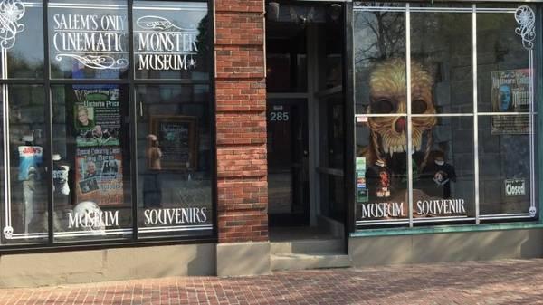 """Một cửa hàng """"đặc sản"""" phù thủy ở Salem - Ảnh: trombinoscar"""