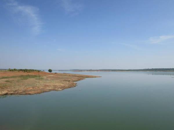 Description: Hồ Sông Ray nhìn từ đập tràn, hướng đông của hồ, thuộc xã Hòa Hưng, huyện Xuyên Mộc - Ảnh: Nguyễn Thiên Đăng