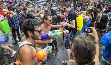 """Lễ hội té nước ở Thái Lan được miêu tả là """"cuộc chiến nước"""" lớn nhất thế giới. Ảnh: John Shedrick/ Flickr"""