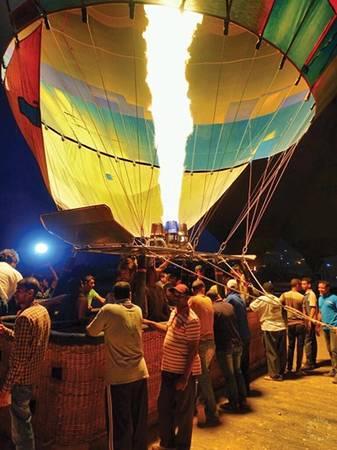 Cận cảnh đốt lửa khinh khí cầu