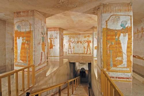 Những bức vẽ bên trong một đền thờ
