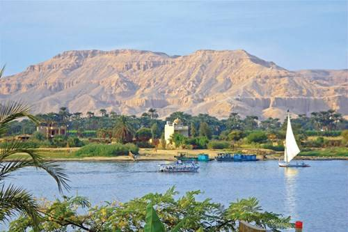 Màu xanh bên bờ sông Nile