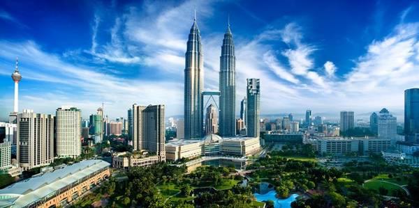 Malaysia được coi là điểm mua sắm nổi tiếng thế giới là nhờ chiến lược phát triển và quảng bá, biến quốc gia này trở thành điểm đến mua sắm tổng hợp, toàn diện, không chỉ có các hoạt động mua sắm hợp túi tiền mà còn cung cấp rất nhiều dịch vụ vui chơi giải trí, chăm sóc sức khỏe và làm đẹp cho du khách. Ảnh: Georgeapostolidis.
