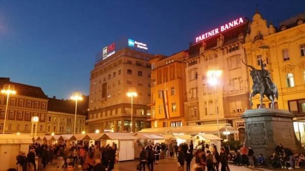 Một trong những ngôi chợ ở Zagreb - Ảnh: Phong Nguyễn Lê