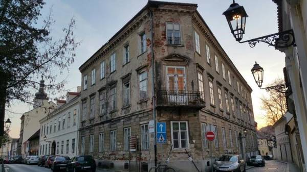 Zagreb - phố cổ với những ngọn đèn khí đốt - Ảnh: Phong Nguyễn Lê