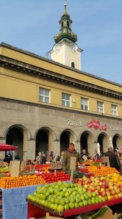 Chợ trái cây ở Zagreb - Ảnh: Phong Nguyễn Lê