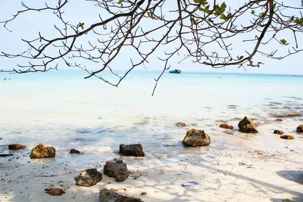 Description: Thời tiết Nam Du vào mùa khô duy trì nhiệt độ cao. Do vậy, bầu trời luôn trong xanh, thích hợp cho việc đi du lịch. Thời điểm lý tưởng để đi Nam Du là từ tháng 12 đến tháng 3 hàng năm, thời tiết đẹp và biển khá êm.