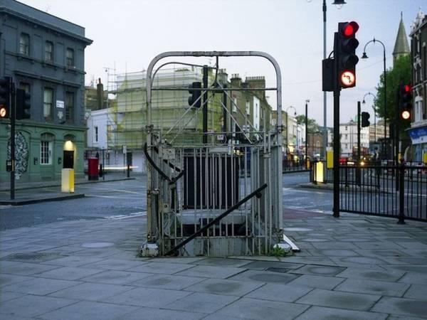 """Chỉ cần trả 1, 2 xu là mọi người có thể vào nhà vệ sinh và """"giải quyết nỗi buồn"""" mà không làm bẩn đường phố. Hình trên là một nhà vệ sinh có từ thời Victoria tại Kentish Town, phía bắc London."""