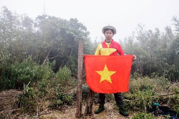 Description: Trên biên giới Việt - Trung, đỉnh Pu Si Lung nằm ở độ cao 3.083 m và là ngọn núi cao nhất án ngữ nơi biên cương Tổ quốc. Núi nằm sâu trong những khu rừng rậm thuộc xã Pa Vệ Sử, huyện Mường Tè, tỉnh Lai Châu. Quãng đường rất dài, băng rừng già vượt suối sâu và phải được sự cho phép của đồn biên phòng Pa Vệ Sử khiến cho đây trở thành một trong những mốc khó chinh phục nhất.