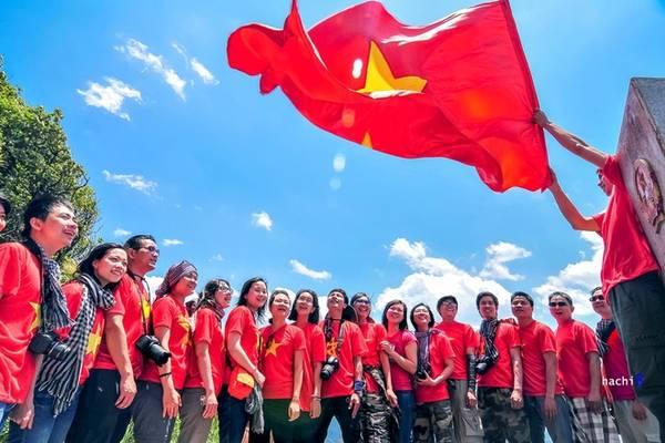 Description: Điểm cực Tây nằm ở A Pa Chải - Tá Miếu thuộc xã Sín Thầu, huyện Mường Nhé, Điện Biên. Hiện đây là điểm thu hút nhiều lượt du khách tham quan, chụp ảnh.