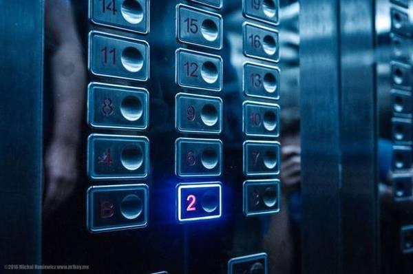 Khách sạn Yanggakdo ở Bình Nhưỡng với bảng thang máy không có số 5, du khách chỉ có thể tới đó bằng cách đi thang bộ, tuy nhiên các phòng ở đó đều đóng cửa.