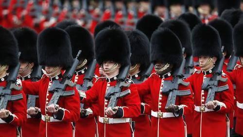 Đội Vệ binh của Nữ hoàng Anh. Ảnh: Sang Tan.