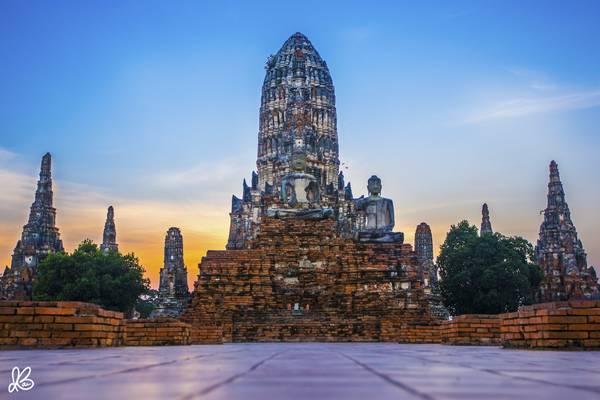 Khung cảnh mặt trời lặn ở chùa Wat Chaiwatthanaram, Ayutthaya.