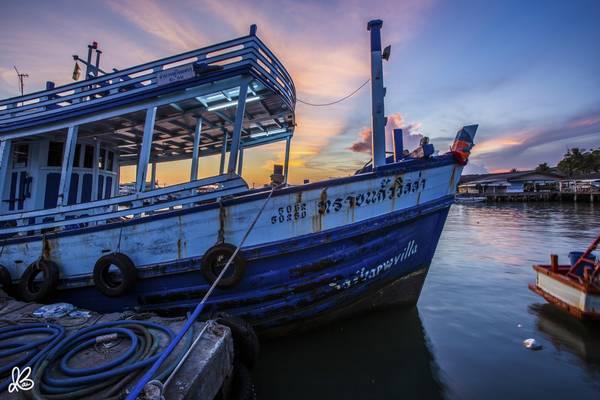 Những con thuyền đánh cá neo đậu lặng lẽ ở Ban Phe.