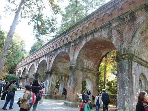 Cổng vào đền Nanzenji với kiến trúc ấn tượng