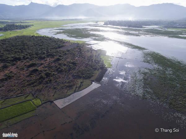 Hồ Lắk - một hồ nước ngọt tự nhiên lớn nhất tỉnh Đắc Lắk và lớn thứ 2 ở Việt Nam - Ảnh Lê Thế Thắng