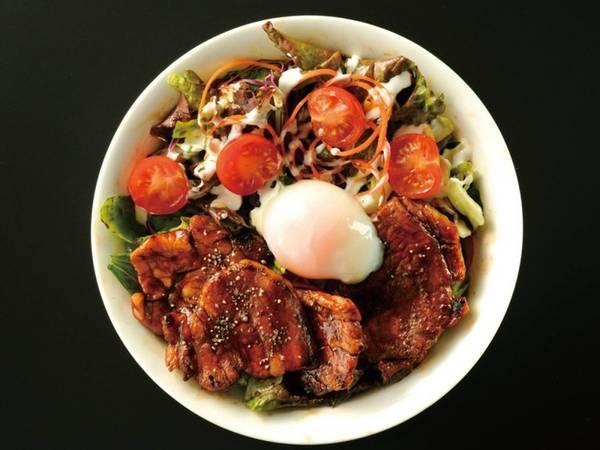 8. Sân bay Kansai, Nhật Bản: Bên cạnh hàng dãy quán cà phê, đồ ăn nhanh... sân bay Kansai còn là nơi có nhiều nhà hàng để khách lựa chọn. Ví như Boteju, du khách có thể tìm thấy vô số món ăn nổi tiếng của Nhật Bản, đặc biệt là bánh okonomiyaki.