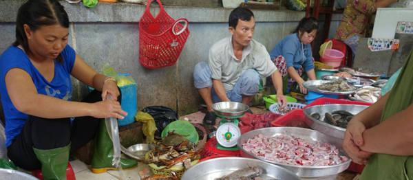 15. Con người thân thiên: Tốt bụng, chu đáo, cần cù, lạc quan, hào phóng là những đức tính của người dân khiến du khách nước ngoài thêm yêu mến đất nước Việt Nam.