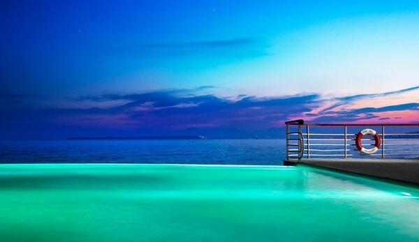 10. Với sự phát triển mạnh mẽ của ngành du lịch, không ngạc nhiên khi Bali sở hữu vô vàn bể bơi đẳng cấp, trong đó có The Alila Villas Uluwatu Hotel.