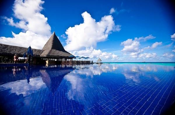 13. Con đường ma thuật dẫn lối tới biển xanh của The Acuatico Beach Resort Hotel, Philippines.