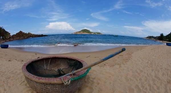 Life's A Beach tọa lạc tại khu làng chài ven biển ở Bãi Xép thuộc phường Ghềnh Ráng, TP. Quy Nhơn.