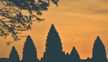 5-ngoi-den-huyen-bi-trong-quan-the-angkor-ivivu-5