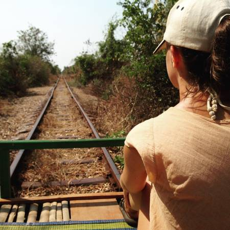 Tàu mảng tre là phương tiện được du khách đến Battambang rất yêu thích. Ảnh:lottiegc96
