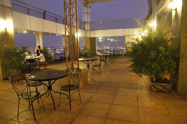 Khu vực sân thượng lộng gió. Ảnh: FB Green Plaza Hotel