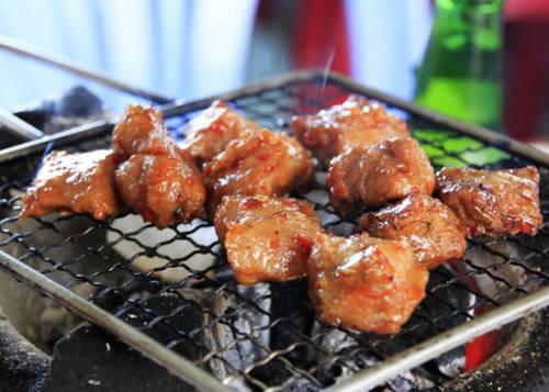 Bò nướng Lạc Cảnh nổi tiếng bởi những bí quyết tẩm ướp. Ảnh: dulichnhatrang