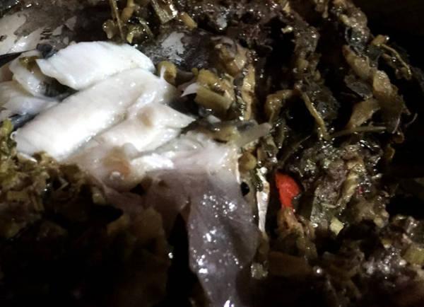 Cá trắm hấp lá đu đủ - Ảnh: Thủy OCG