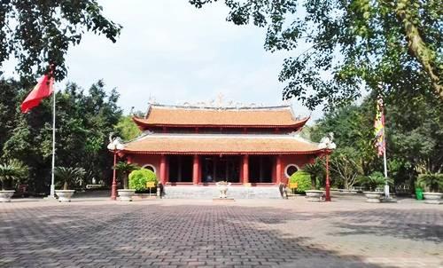 Khuôn viên đền An Sinh.