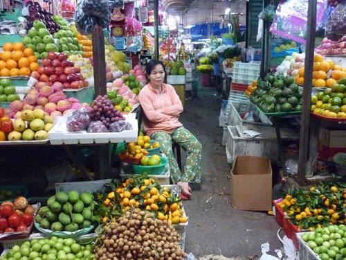 Khu chợ bán nhiều mặt hàng phong phú. Ảnh: nld