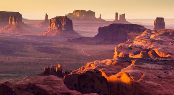 Monument Valley huyền bí của người Navajo - Ảnh: wp