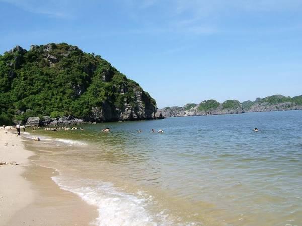 Description: Đảo Ngọc Vừng sẽ là điểm đến lý tưởng cho những ngày hè oi bức của miền Bắc. Ảnh: ST