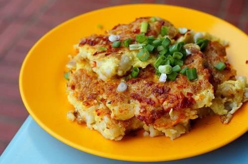 Bánh cà rốt trứ danh là món ăn không thể bỏ lỡ ở Singapore. Ảnh: WordPress