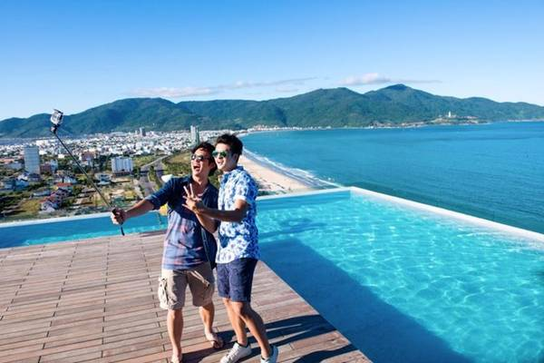 Check in ở hồ bơi tràn biển duy nhất Việt Nam tại khách sạn A La Carte