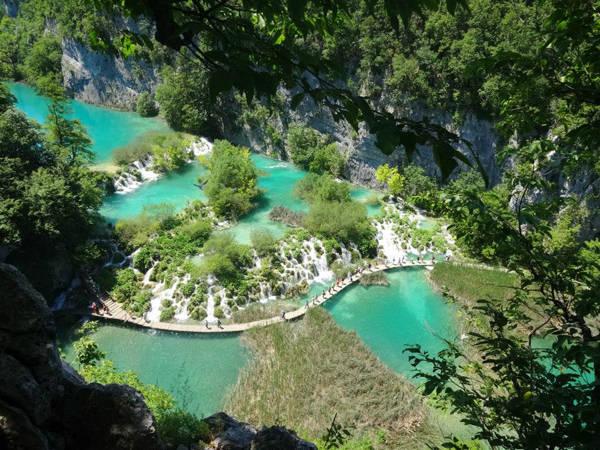 Cảnh tượng ngoan mục ở Plitvice Lakes, Croatia.