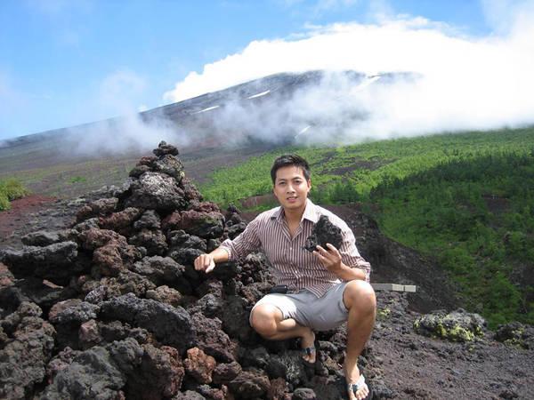 Những hòn đá núi lửa ở Phú Sĩ (Nhật Bản).