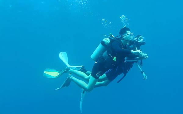 Anh Lâm trong chuyến lặn Biển Đỏ (Israel).