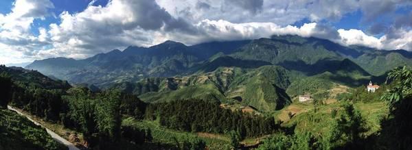 Không cần phải lên núi, chỉ cần đứng từ phòng của khách sạn bạn cũng dễ dàng chiêm ngưỡng quang cảnh này. Ảnh: Đinh Trường Hải