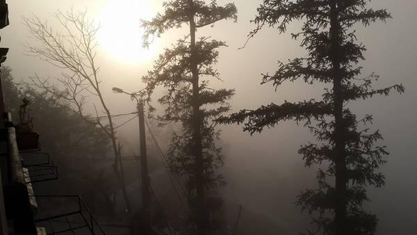 Sapa mờ ảo trong mây. Ảnh: Ngô Nhật Huy