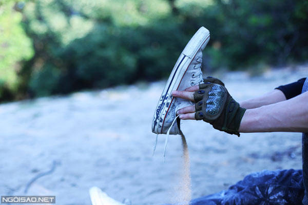 Khi trekking, cát tuy không nhiều như ở đoạn Đầm Môn nhưng cũng đủ khiến bước chân bạn thêm nặng nề.