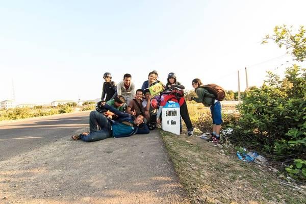 """Nằm ở bán đảo Hòn Gốm (huyện Vạn Ninh, tỉnh Khánh Hòa) cực Đông là nơi """"đón ánh bình mình đầu tiên trên đất liền"""". Dù điểm đến không còn xa lạ với phượt thủ, nhưng hành trình mang nhiều dấu ấn mà ai từng đặt chân tới đều không thể nào quên."""